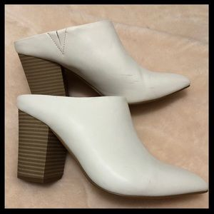 EXPRESS Gorgeous white shoes. Fashionable quality